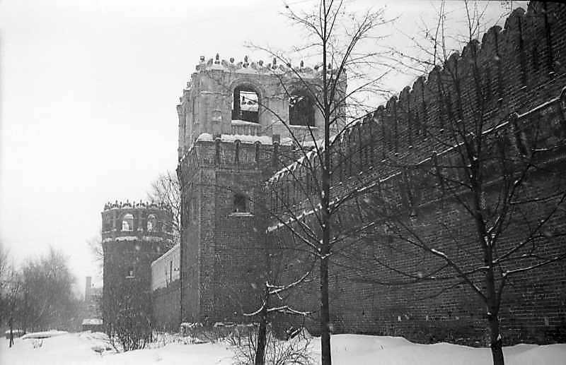 Мури і башти Донського монастиря (Москва). Фото 10 лютого 1977 р.