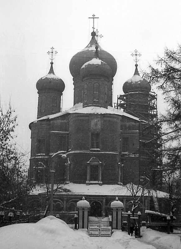 Новый собор Донского монастыря (Москва). Вид с запада. Фото 10 февраля 1977 г.
