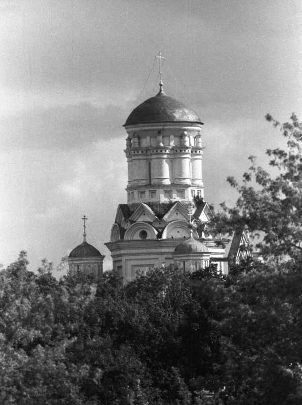 Церква Головосіка Іоана Предтечі в Дьяково (Москва). Вигляд з північного заходу. Фото 16 липня 1986 р.