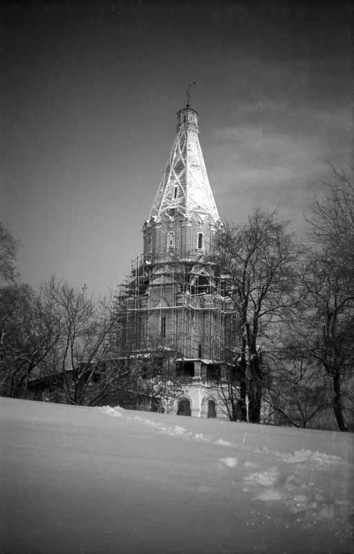 Церква Вознесіння в Коломенському (Москва). Вигляд з півдня. Фото 10 лютого 1977 р.
