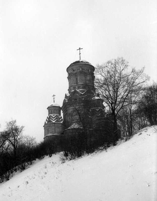 Церква Головосіка Іоана Предтечі в Дьяково (Москва). Вигляд з півночі. Фото 10 лютого 1977 р.