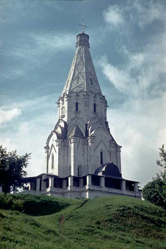 Church of the Ascension in Kolomenskoye (Moscow). View from the east. Photo July 16, 1986.
