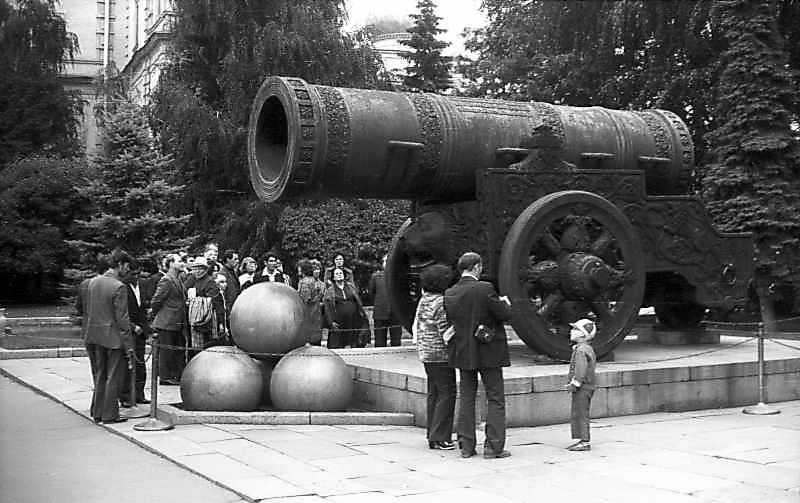Цар-гармата у московському Кремлі. Фото 6 вересня 1976 р.