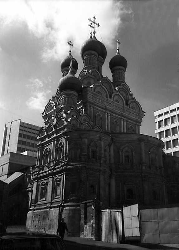 Церква Трійці в Никитниках (Москва). Вигляд з південного сходу. Фото 6 травня 1979 р.
