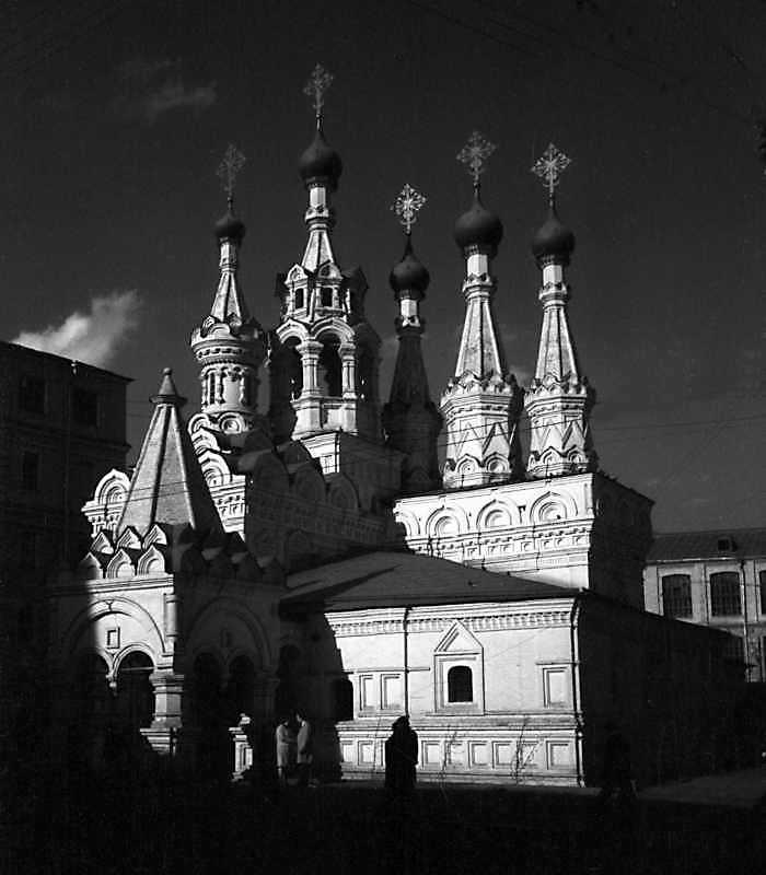 Церква Різдва богородиці в Путинках (Москва). Вигляд з південного заходу. Фото 6 травня 1979 р.