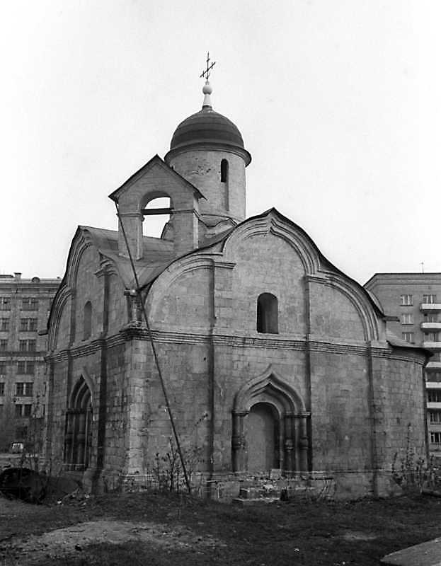 Церковь св.Трифона в Напрудном (Москва). Вид с юго-запада. Фото 6 мая 1979 г.