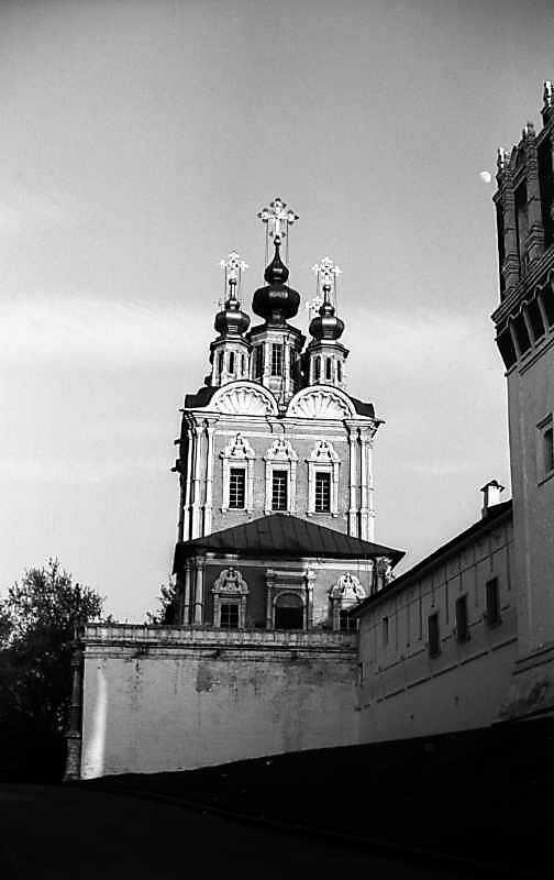 Надбрамна церква Преображення Новодівичого монастиря (Москва). Вигляд із заходу. Фото 5 травня 1979 р.