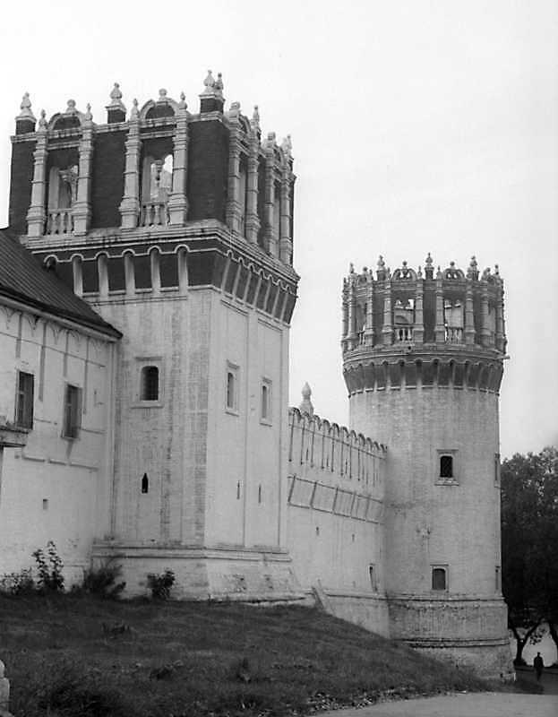 Дві башти і північний мур Новодівичого монастиря (Москва). Вигляд з північного сходу. Фото 6 вересня 1976 р.