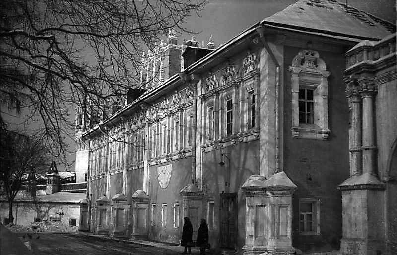 Пристінні келії Новодівичого монастиря (Москва). Вигляд з південного сходу. Фото 7 лютого 1977 р.