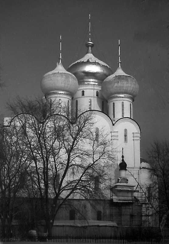 Собор Смоленської ікони богородиці Новодівичого монастиря (Москва). Вигляд з півдня. Фото 7 лютого 1977 р.