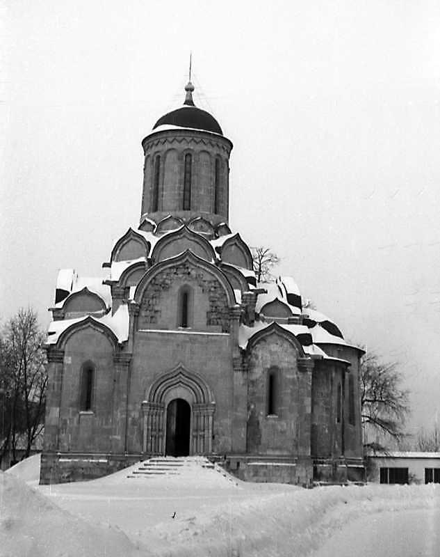 Загальний вигляд Спаського собору Спас-Андроникова монастиря (Москва) з півдня. Фото 7 лютого 1977 р.