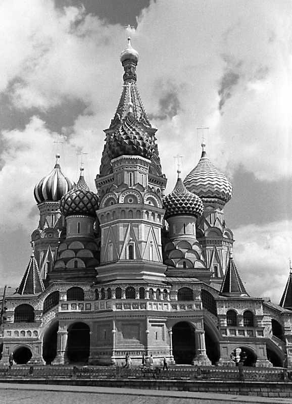Собор Василия Блаженного на Красной площади в Москве. Вид с запада. Фото 16 июля 1986 г.
