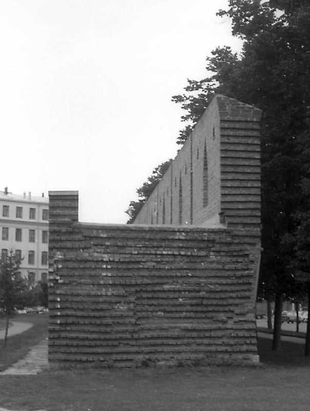 Фрагмент оборонного муру Китай-города в Москві. Фото 6 вересня 1976 р.