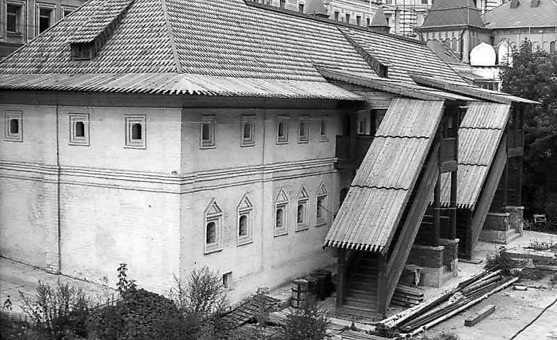 Братський корпус Знаменського монастиря в Москві. Фото 6 вересня 1976 р.