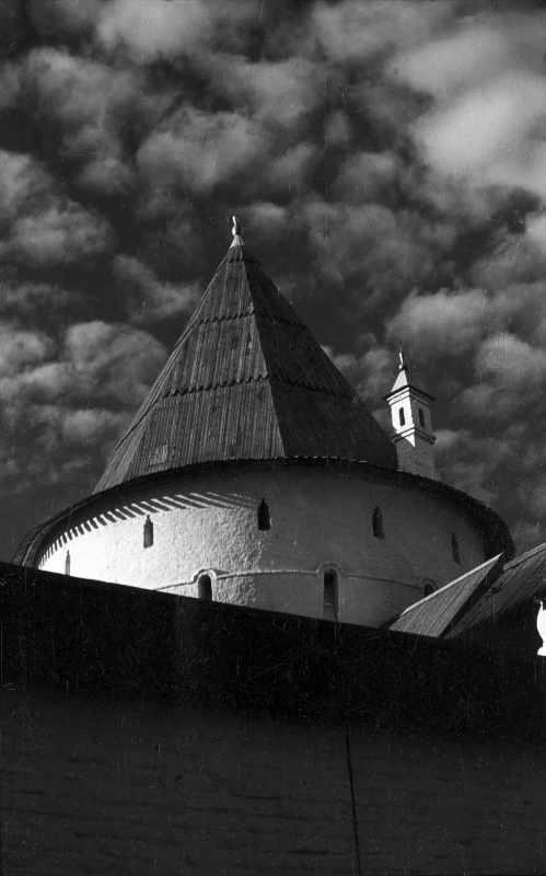 Верхняя часть Садовой башни ростовского Кремля. Фото 21 августа 1976 г.