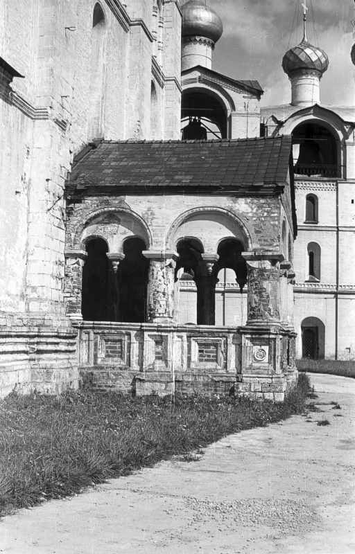 Dormition dom in Rostov. South porch. Photo 21 Aug 1976.