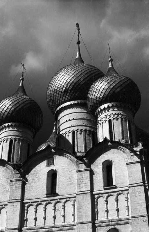Dormition dom in Rostov. Heads. Photo 21 Aug 1976.