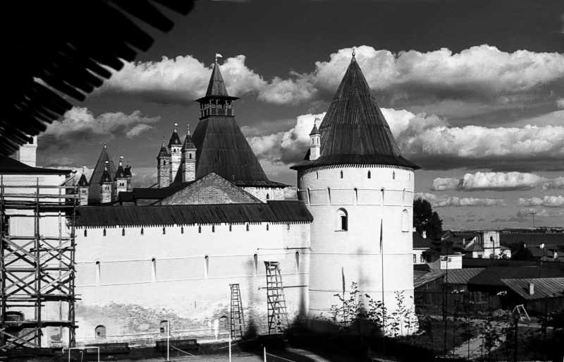 South walls and towers of the Rostov Kremlin. Photo 21 Aug 1976.
