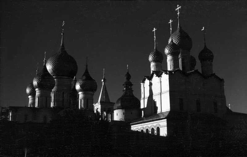 Dormition dom and Resurrection church in Rostov. Photo 21 Aug 1976.