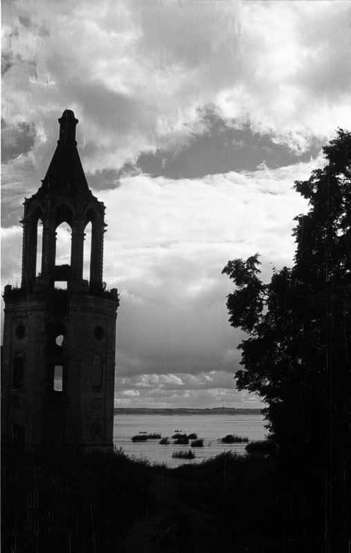 Юго-западная башенка ограды Яковлева монастыря в Ростове. Фото 22 августа 1976 г.
