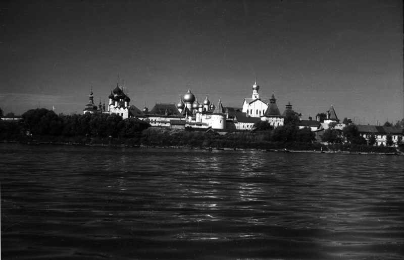 View of Kremlin from Nero lake, 31 Aug 1976.
