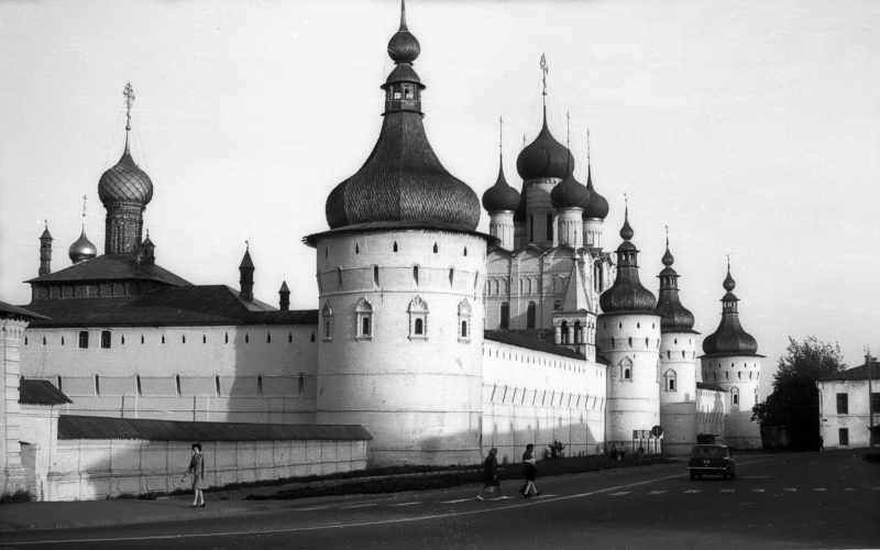 Ростовский Кремль. Вид с северо-запада вечером. Фото 31 августа 1976 г.