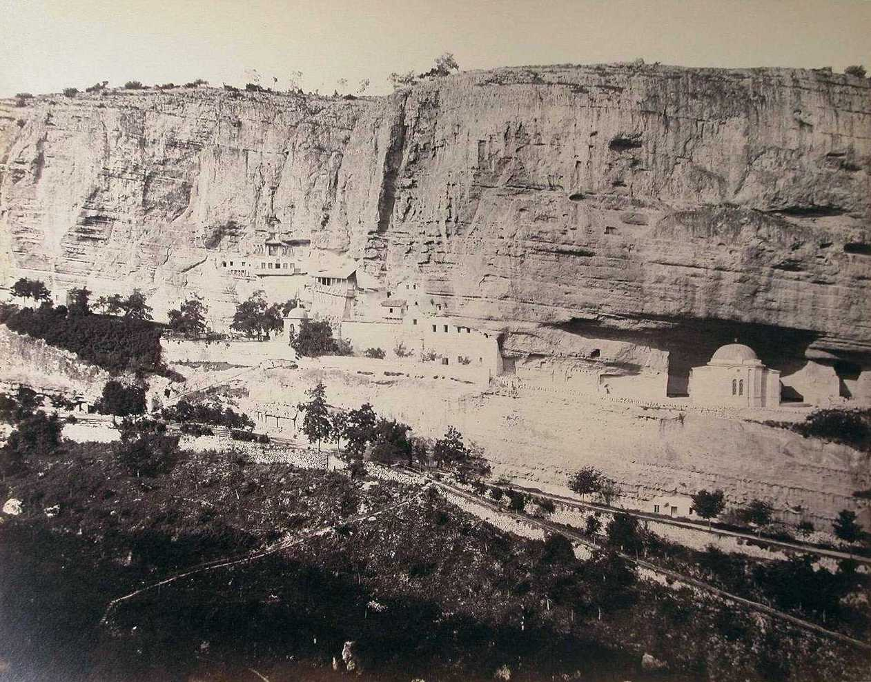 Права частина панорами Успенського скиту біля Бахчисарая. З альбому користувача Humus у «Живому журналі».