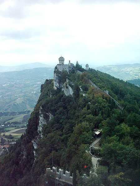 Вид замкової гори у Сан-Марино